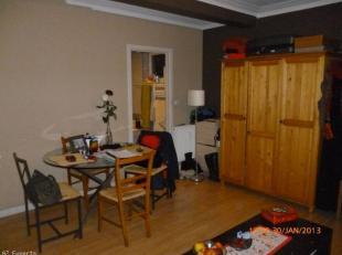 Bel appartement située à 2 minutes de la gare du Midi, appartement avec double terrasses, living avec terrasse, un coin cuisine, salle d