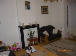 Bel appartement 2chambres à Saint-Servais petite compropriété de 2 unités.L'appartement se compose; hall, cuisine, salle &