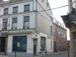Immeuble mixte au coeur du centre ville d'Andenne, l' immeuble est situé sur le coin de deux rue, rez commercial, pouvant convenir a tout types