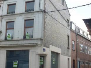 Immeuble mixte au coeur du centre ville d'Andenne, l'immeuble est situé sur le coin de deux rue, rez commercial, pouvant convenir atout types d