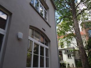 Gelijkvloersappartement met tuin / terras!Dit voormalig koetshuis achter een klassieke herenwoning werd gerenoveerd.Het appartement bevindt zich maw i