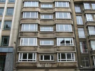 Zeer ruim en licht appartement met 2 grote slaapkamers (3de mogelijk)!<br /> Vanuit het appartement heeft u een panoramisch zicht op de Leien!<br /> E