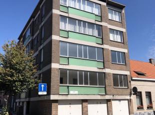 Volledig gerenoveerd, instapklaar appartement te koop in Oud-Berchem. Het appartement telt 2 slaapkamers en is gelegen in een zeer rustige buurt nabij