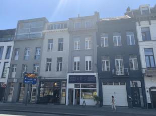 Ruime en verzorgde triplex (150m²) met 3 slaapkamers en zonnig dakterras (35m²) op het eilandje aan de Londenbrug.www.londenstraat10.be1e ve