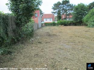 Mooi lotje bouwgrond (300m²) in een mini verkaveling gelegen in een zeer gegeerde buurt in oud Knokke. Bouwvoorschriften zijn gekend, verkaveling