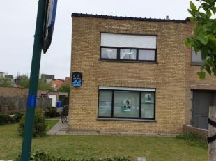 Licht op te frissen/moderniseren driegevelwoning met zuidgerichte tuin in de directe omgeving van Knokke-Dorp, 3 grote slaapkamers, badkamer met toile