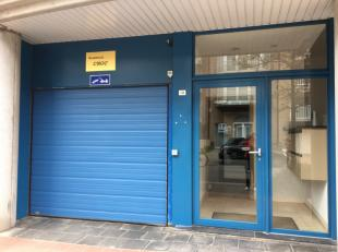 Staanplaats gelegen in het bruisende Knokke dichtbij de winkelstraat en de zeedijk. Uitgang zowel te voet via lift en traphal langs de Lippenslaan als