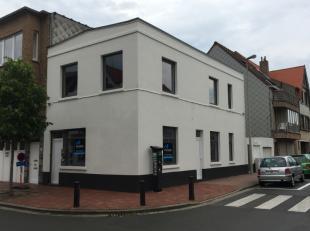 Opbrengsteigendom In KnokkeHet gebouw beschikt momenteel over twee woonentiteiten verspreid over de gelijkvloerse en de eerste verdieping. De woonenti