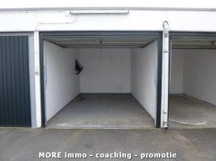 Gesloten garagebox in afgesloten garagecomplex omgeving Westkapellestraat. [nieuw]