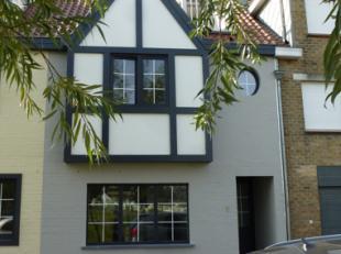 """Typisch huisje in """"den Oosthoek""""Woning te koop met 3 slaapkamers, 2 badkamers én ruim zonnig dakterras. Alles werd tot in de puntje vernieuwd."""