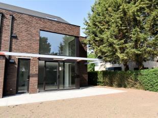 Luxe nieuwbouw 3 gevelvilla op een terrein van 4+/-are met zicht op park en museum van Afrika. De villa heeft een bew.opp. van +/- 250m² bestaand