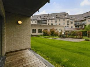 Mooi gelijkvloers appartement in centrum van Overijse met Zuid gerichte gemeenschappelijke tuin. Het appartement heeft een bew.opp. van 125m² en