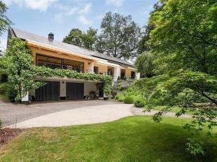 TOPLOCATIE! Deze mooie villa is schitterend gelegen op een terrein van +/-22 are zuid-gericht in één van de meest exclusieve straten van