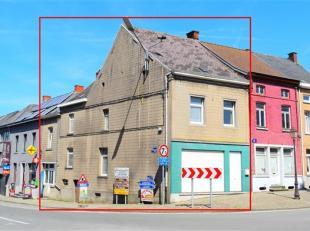 Option Spacieuse maison de commerce dotée d'un beau potentiel, idéalement localisée sur la place de Flobecq. Cette construction e