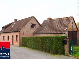 Agréable fermette de caractère située dans le village d'Ostiches sur une parcelle de +/- 7a 06ca, à +/- 5km de la ville d'