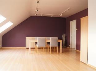 Lumineux appartement situé au coeur de la ville d'Enghien, à 2 minutes de la gare, des écoles et des commerces. Le bien se compos