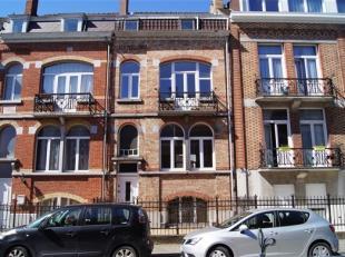 Charmante maison 2 façades située en plein centre d'Enghien, dans une jolie rue dotée de très belles bâtisses, avec