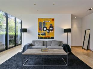 Schitterend eigendom gelegen op een perceel van +/- 24a85ca in het hart van het Pajottenland op 15 minuten van Halle. Dit luxe huis van ca 360 m²