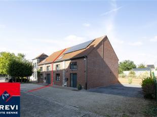 Agréable maison 3 façades sise sur une parcelle de +/- 4a99ca située dans le charmant village de Maffle. Vous y retrouverez, au r