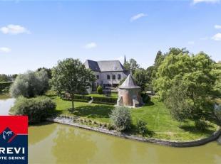 Magnifique château du 19e siècle situé discrètement au coeur du village de Wannebecq. En une demi-heure, on rejoint Bruxell