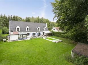 OPTIE !! Prachtig eigendom in het prestigieuse Bos van Strihoux, dichtbij de grote axen die Brussel, Halle, Aat en Zinnik verbinden. Deze villa is ide