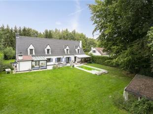 Prachtig eigendom in het prestigieuse Bos van Strihoux, dichtbij de grote axen die Brussel, Halle, Aat en Zinnik verbinden. Deze villa is ideaal voor