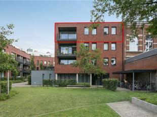 Ruim appartement met 3 slaapkamers, terras en auto staanplaats! <br /> Omgeving: <br /> Het appartement is gelegen op de 3de verdieping in gebouw van