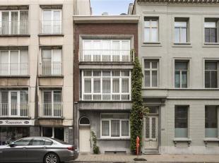 Mooie authentieke gerenoveerde herenwoning gelegen in Harmonie wijk !<br /> Hoge plafonds , marmeren vloer, authentieke visgraat parket zijn een greep