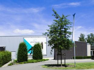 Zeer mooi industrieel gebouw gelegen op het industrieterrein Genk-Zuid (op enkele kilometers van zowel de E313 als de E314; met directe verbindingen n