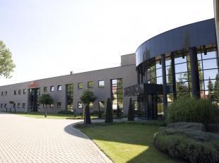 Unieke bedrijfssite van 3,77 hectare gelegen in de industriezone van Hasselt Kanaal, een gunstige locatie door zijn ligging vlakbij de Ring rond Hasse
