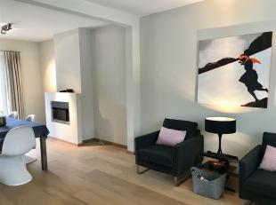 Rustig gelegen op wandelafstand van de Golf Knokke, volledig gerenoveerde woning met 4 slaapkamers.<br /> Indeling : inkomhal, gastentoilet, berging m