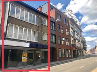 Goed gelegen investeringspand Leuven Centrum. Handelsgelijkvloers over volledig terrein. Verdieping 1 appartement 100m2, 2 slaapkamers. Verdieping 2 a