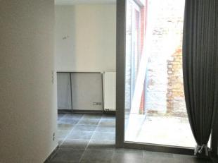 Studio voor studenten . In een klein gebouw , rustige en centrale ligging vlakbij Ladeuzeplein. Gelijkvloerse studio voor studenten, voorzien van alle