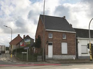 INFO EN BEZOEK:<br /> GRAAG MAILEN AUB NAAR INFO@VASTGOED-ELET.BE<br /> Halfopen bebouwing, gelegen hoek Heirweg en Colmanstraat. Living, keuken, badk