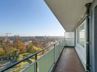 In Residentie 'Ter Leie': een tijdloos gerenoveerd appartement op 70 m² met prachtig verzicht op het water en de stad, dankzij de mooie positie v
