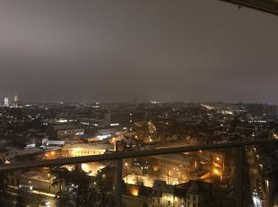 WORDT BLANCO EN PROPER AFGEWERKT !<br /> Ruim en lichtrijk hoekappartement op verdieping 18, terrassen rondom, prachtig verzicht over de haven, de 3 t