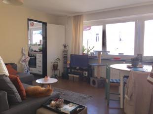 Hoek Keizer Karelstraat 152/ Belgradostraat Gent: appartement op verdieping 3 met indeling als volgt: aparte inkom, living, aparte keuken, nachthall,
