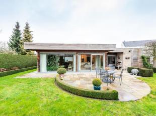 Prachtige villa met zon-georiënteerde tuin, gunstig gelegen te Torhout.<br /> Deze bungalow met een bewoonbare oppervlakte van maar liefst 240 m&