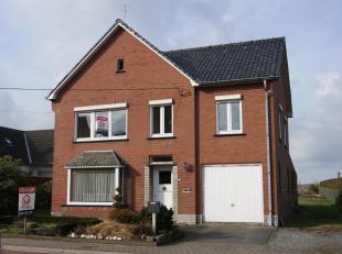 Vrijstaande te renoveren woning, gelegen op een ruim perceel (1101 m²) met vrij landelijk zicht.<br /> De woning situeert zich op fietsafstand va