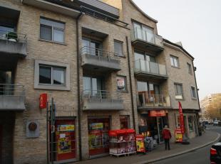 Aangenaam en centraal gelegen appartement op de 1e verdieping van een goed onderhouden Residentie.<br /> Het appartement bestaat uit:  ruime inkomhal,