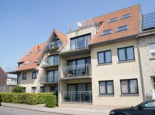Ruim en mooi afgewerkt dakappartement in de stijlvolle residentie 't Warandehof.<br /> Indeling: inkom, gastentoilet, leefruimte met ingerichte open k