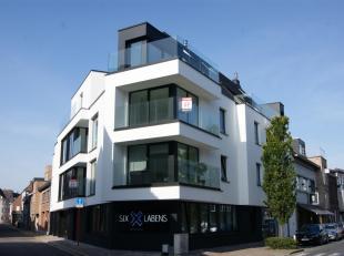 Gezellig nieuwbouw dakappartement op de 4e verdieping van Residentie Maurann, op een sprong van de Markt van Torhout, gelegen op een mooie hoekligging