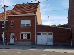 RESSEGEM - Deze stevige goed onderhouden woning kan u vinden in het landelijke Ressegem.<br /> Naar indeling toe beschikt deze woning op het gelijkvlo