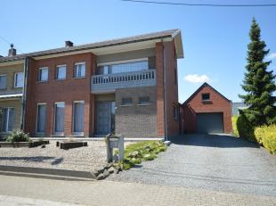 STEENHUIZE-WIJNHUIZE - Zeer goed onderhouden woning met grote garage!<br /> Op het gelijkvloers is er de woonkamer, keuken, zithoek, ruime traphal, ee