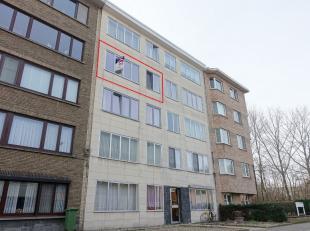 Dit volledig gerenoveerd en licht appartement is gelegen in Merksem, vlakbij invalswegen, openbaar vervoer en winkelgelegenheden. De woonst is volledi
