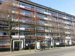 Dit gezellige en netjes onderhouden appartement is gelegen op de vierde verdieping van een appartementsgebouw in de Nieuwdreef in Merksem. Het apparte