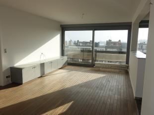 Bent u opzoek naar een appartement dat mooi opgeknapt is? Veel lichtinval heeft en voorzien is van een nieuwe keuken en badkamer? Dan is dit huurappar