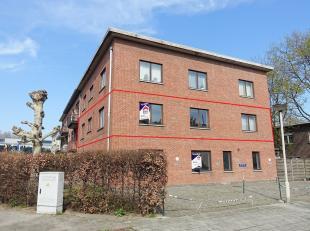 IN OPTIE ! Dit uitzonderlijk groot appartement (135m²) is gelegen in een zijstraat van de Lambrechtshoekenlaan in Merksem. Het appartement bevind