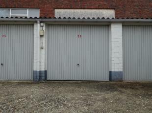 Garagebox n° 26 derrière l'immeuble, entrée par Annuntiatenstraat 2.Boîte de garage portuaire (manuel):Largeur: 2,70m (largeur