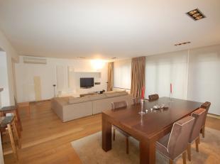 Stéphanie/Châtelain area: splendid contemporary style 169m² 2bedroom apartment, bathroom +shower room, terrace, laundry room. Possib